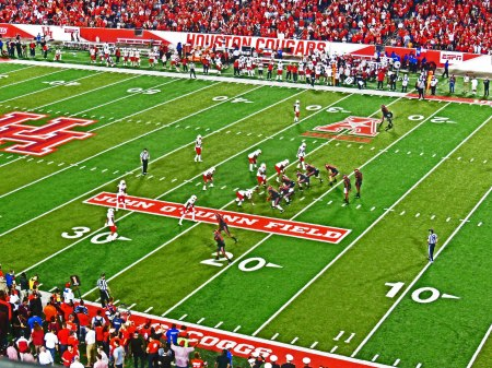 UH 36 - Louisville 10. Thursday, 11/17/2016 Cougars running out the clock late in the 4th quarter at TDECU Stadium.