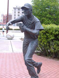 biggio-statue2