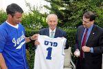 43. Brad Ausmus with Shimon Peres and Daniel Shapiro,2013(1)